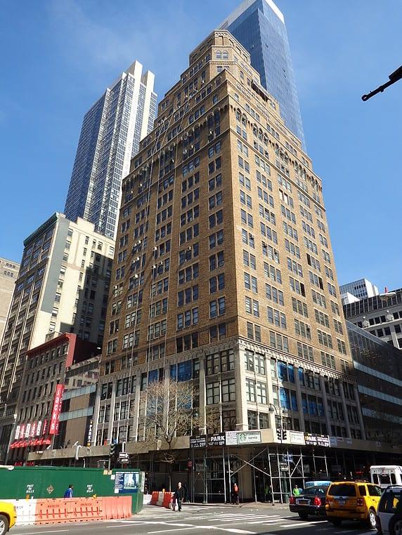 875 6th Avenue